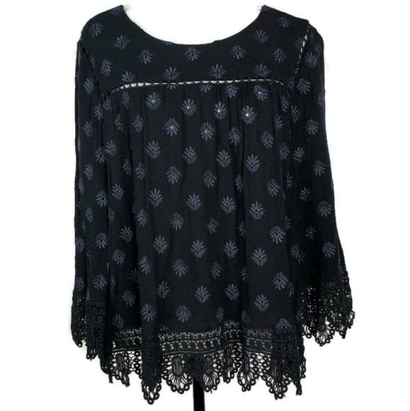 Daniel Rainn Tops - Daniel Rainn Black Embroidered XL Top